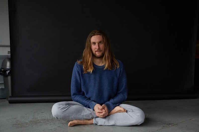 anapana meditation in lotus position