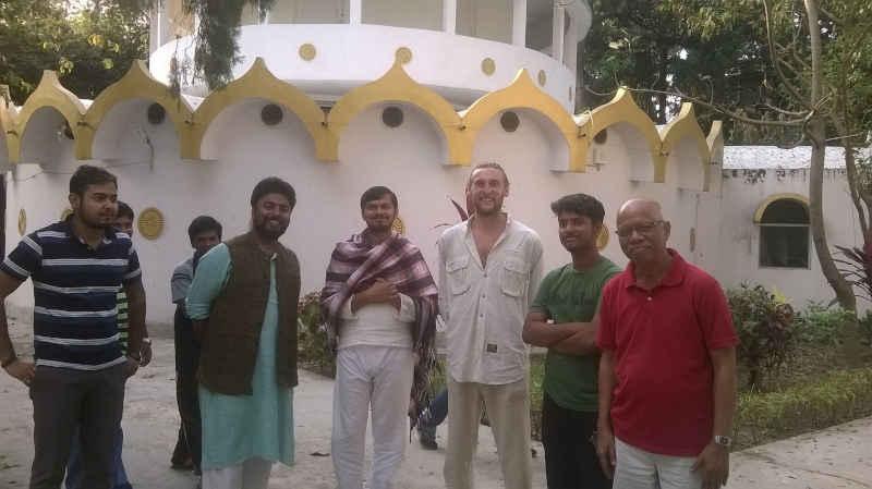 meditators at dhamma ganga vipassana kolkota
